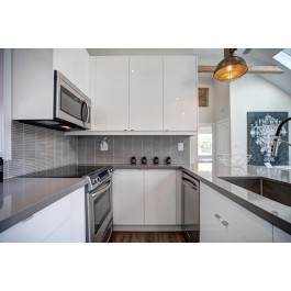 Modern Style Kitchen With High Gloss Acrylic Cabinets