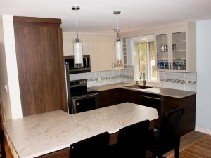 Contemporary Style Kitchen With White Lacquer Upper Doors And Counter In High Pressure Laminate