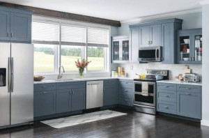 Classic Style Kitchen In Laminate With Solid Maple Shaker Door (Promo #7)